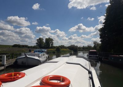 leaving Pinkhill Lock